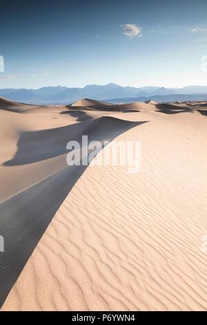 Mesquite flachen Sand Dünen, Death Valley National Park, Kalifornien, USA - Stockfoto