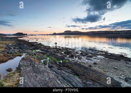 Sonnenuntergang über Loch Linnhe, ein Loch an der Westküste von Schottland - Stockfoto