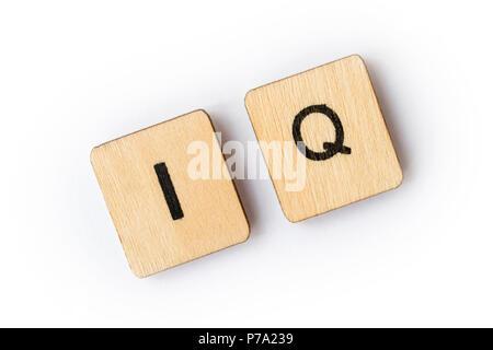 Die Abkürzung IQ-Intelligenzquotient, Dinkel mit hölzernen Buchstabensteine. - Stockfoto