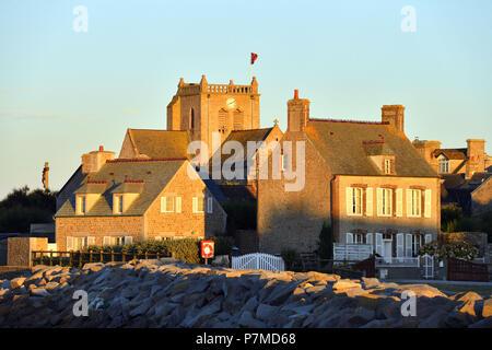 Manche, Cotentin, Frankreich, Barfleur, mit der Bezeichnung Les Plus Beaux Dörfer de France (The Most Beautiful Dörfer Frankreichs), Saint-Nicolas-Kirche, gebaut vom 17. Jahrhundert bis 19. Jahrhundert - Stockfoto