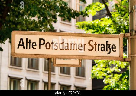 Historische Berlin berühmte Straße Zeichen der Alten Potsdamer Straße. - Stockfoto
