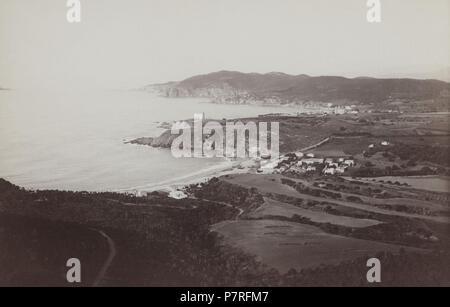 Catalunya. Vista general de las Playas de Llafranch y Calella de Palafrugell. Años 1920. - Stockfoto