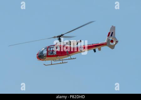 Gazelle Geschwader Hubschrauber im Flying Display an RNAS Yeovilton International Air Tag, UK am 7. Juli 2018. - Stockfoto
