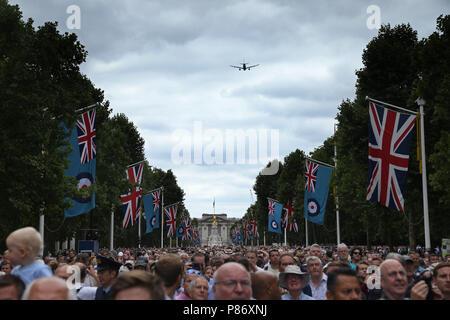 Von Luftfahrzeugen, die in einem spektakulären flypast oberhalb der Mall in London, und ist das Herzstück der 100. Jahrestag der Royal Air Force. RAF 100-jähriges Jubiläum feiern, London, am 10. Juli 2018. - Stockfoto