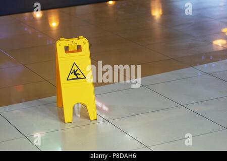 Rutschiger Boden-Symbol Vektor Abbildung - Bild: 64075708 - Alamy