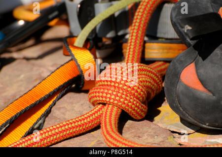 Klettergurt Und Schuhe : Kletterausrüstung klettern klettergurt gurtband acht knoten