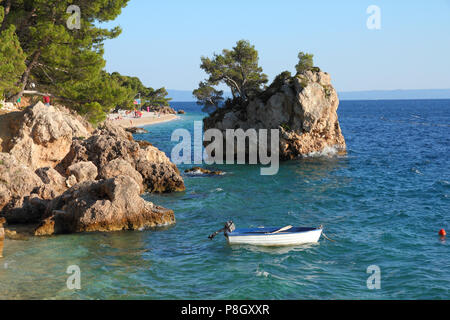 Kroatien - wunderschöne mediterrane Küste Landschaft in Dalmatien. Strand von Brela - Adria. - Stockfoto