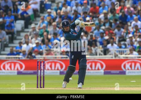 Trent Bridge, Nottingham, England, UK. 12. Juli 2018. 1. ODI, Royal London eintägiger Serie England V Indien; Jason Roy von England schlägt einen Run Credit: Aktuelles Bilder/Alamy leben Nachrichten - Stockfoto