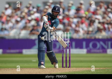 Trent Bridge, Nottingham, UK. 12. Juli 2018. Internationaler Tag Cricket, zwischen England und Indien; Moeen Ali von England hits sechs Credit: Aktion Plus Sport Bilder/Alamy leben Nachrichten - Stockfoto