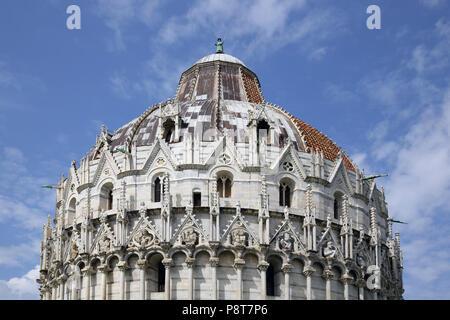 Das Baptisterium, den Dom von Pisa im Feld der Wunder verbunden Italien - Stockfoto