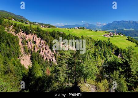 Erdpyramiden von Ritten Südtirol / Ritten Region, Italien. Natürliches Phänomen, das vor allem Gelände, in der Regel nach einem Erdrutsch oder einem kommt - Stockfoto