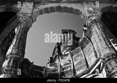 Ein Blick auf MEHERANGARH FORT vom JAYAPOL Tor in JOHDPUR - RAJASTHAN, Indien - Stockfoto