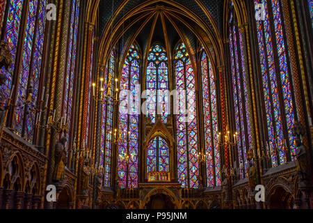 Die Kapelle auf der oberen Ebene der gotische Sainte-Chapelle Königliche Kapelle in der mittelalterlichen Palais de la Cité in Paris, Frankreich. - Stockfoto