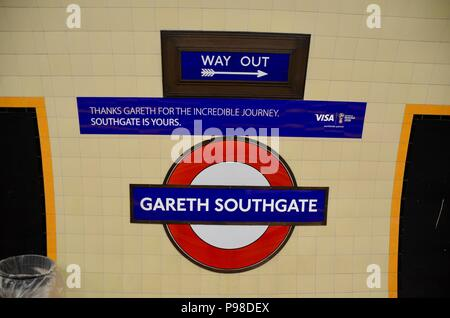London, Großbritannien. 15. Juli 2018. southgate U-Bahnstation an der London Piccadilly Line re-named Gareth Southgate station Juli 16 2018 für 48 Stunden von Transport for London: Simon Leigh/Alamy leben Nachrichten - Stockfoto