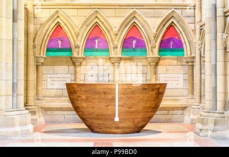 Altar in der Kapelle zum Gedenken an früher, an den die meisten erst vor kurzem gebaut von Englands Kathedralen, Truro, Cornwall. - Stockfoto