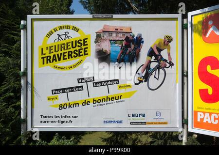 Französische Plakatwerbung ein 2018 Tour de France Etappe im Département Eure, Frankreich