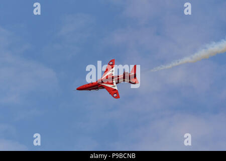 Single Hawk Jet der Royal Air Force aerobatic Team, die roten Pfeile, an der Royal International Air Tattoo 2018 Rolling - Stockfoto