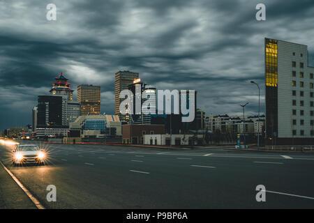 Street Nacht in Astana mit Blick über die Stadt Kasachstan - Stockfoto
