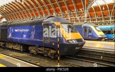Alte HS 125 Inter City Diesel Züge in London Paddington Bahnhof. - Stockfoto