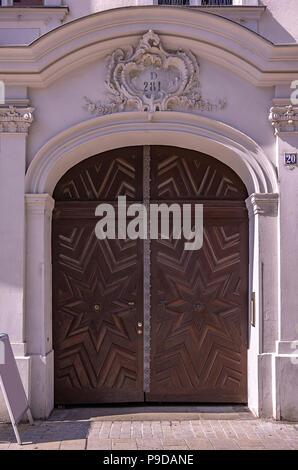 Augsburg, Bayern, Deutschland - historische Haus Portal der Philippine Welser Straße 20. - Stockfoto