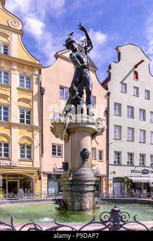 Augsburg, Bayern, Deutschland - Der Brunnen von Quecksilber auf die Maximilian Straße. - Stockfoto