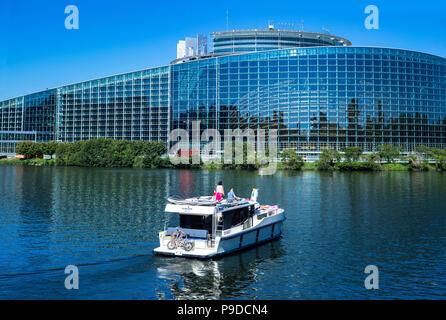 Straßburg, Boot Kreuzfahrt auf der Ill, Gebäude Louise Weiss, das Europäische Parlament, Elsass, Frankreich, Europa, - Stockfoto