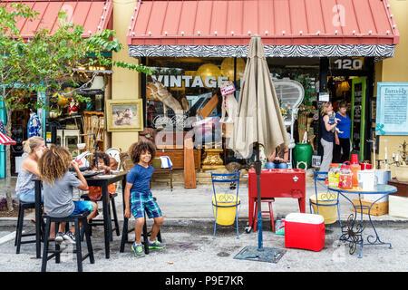 Florida, Ocala, Kunstfestival, jährliche Kleinstadt-Community-Veranstaltung, Stände Stände Verkäufer kaufen verkaufen, der weiße Elefant, antiken Vintage-Shop, ext - Stockfoto