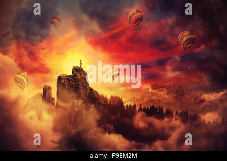 Surreale Landschaft als mädchen silhouette auf der Kante einer Klippe auf einen schönen Sonnenuntergang beobachten, Wandern im Hintergrund eine Menge Heißluftballons in th Fliegen - Stockfoto