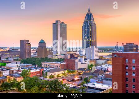 Mobile, Alabama, USA Downtown Skyline in der Dämmerung. - Stockfoto