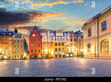 Malerische Sommernacht - Big Square (Stortorget) in der Altstadt (Gamla Stan) von Stockholm, Schweden - Stockfoto