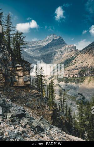 Mount Sattel und Lake Agnes. Foto im Banff National Park, - Stockfoto