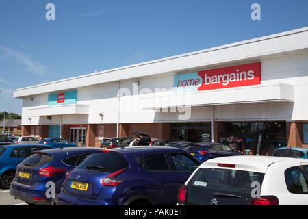 Home Schnäppchen und Argos Läden, Holyhead, Anglesey, Wales - Stockfoto