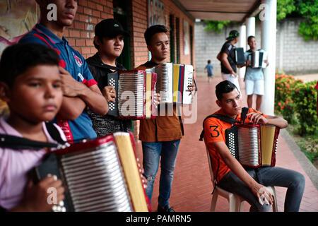 Andres' 'Turco Gil Akkordeon Akademie bildet junge Kinder in der Musik von Vallenato, viele von ihnen sind Flüchtlinge aus Gewalt oder in Armut leben
