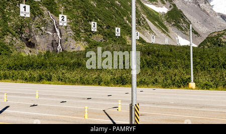 Whittier Tunnel (Anton Anderson Memorial Tunnel) lane Zuweisungen, Richtung Westen aus Whittier, Alaska im Sommer. - Stockfoto