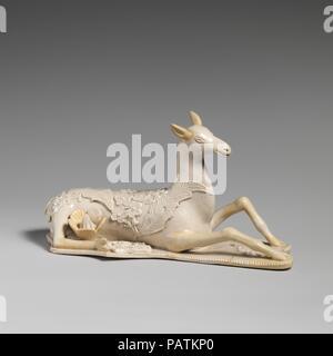 Doe. Kultur: British, Staffordshire. Abmessungen: 3 5/8 x 6 3/4 in. (9,2 × 17,1 cm). Datum: Ca. 1750-55. Museum: Metropolitan Museum of Art, New York, USA. - Stockfoto