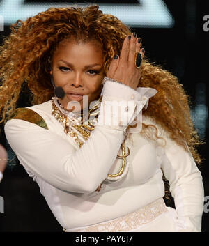 MIAMI, FL - 20. SEPTEMBER: Janet Jackson führt bei American Airlines Arena am 20. September 2015 in Miami, Florida Personen: Janet Jackson - Stockfoto