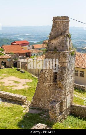 Kruja, Albanien - 24. Juni 2014: Kruja Skanderbeg, Schlossanlage mit Museum in Kruja. - Stockfoto