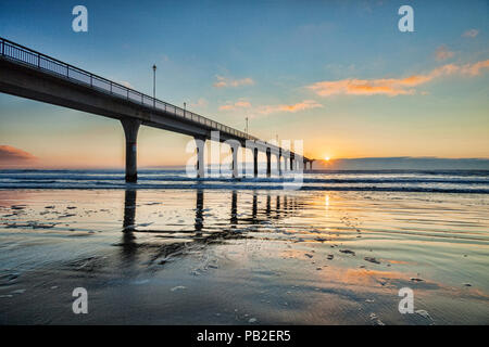 Sonnenaufgang in New Brighton Pier, Christchurch, Neuseeland. - Stockfoto