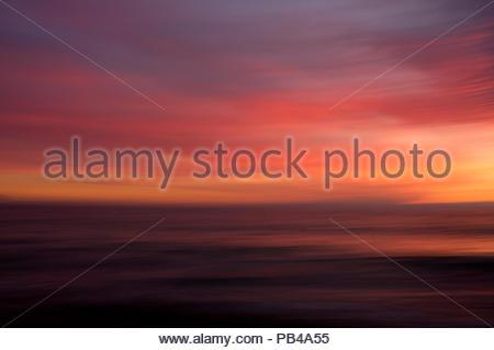 Abstrakte ICM Image der Sonnenuntergang am Strand von Mazatlan, Mexiko. - Stockfoto