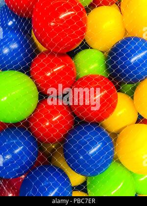 Eingestellt von farbigen Kugeln für Kinder. Studio Foto - Stockfoto