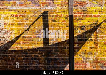 Alte Schilder gemalt auf der Ziegelfassade des Fritz; lokale Cafe, Bar & Restaurant; Salida, Colorado, USA - Stockfoto