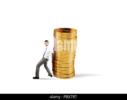 Unternehmer bewegt sich ein Haufen von Münzen. Konzept der Schwierigkeit, Geld zu sparen - Stockfoto