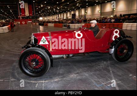 Ein 1923 Alfa Romeo RL Targa Florio, nach unten gefahren wird, der Grand Avenue, an der 2018 London Classic Car Show - Stockfoto