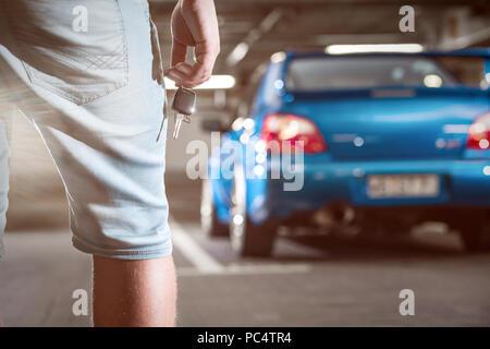 Parken in der Tiefgarage - Stockfoto