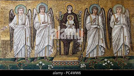 6309. Maria und der Engel, Mosaik aus dem 6. C. in der byzantinischen Kirche St. Apollinare in Ravena, Italien - Stockfoto