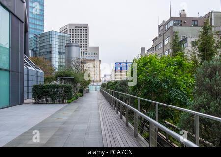 Hochhaus Geschäfts- und Wohngebäude in Shinagawa Station, Tokyo, Region Kanto, Insel Honshu, Japan. - Stockfoto