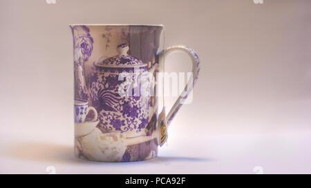 Tasse Tee, natürliche Erfrischung Fotografie. Indoor Fotografie. - Stockfoto
