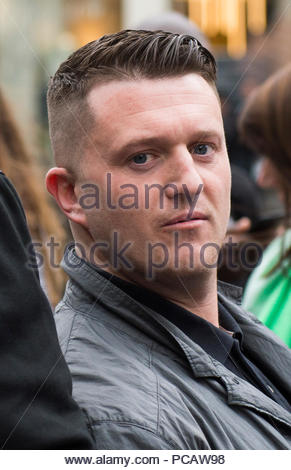 Foto vom 01/02/17 der Tommy Robinson, der eingestellt ist, das Ergebnis der rechtlichen Herausforderungen, denen er nach 13 Monaten für Missachtung des Gerichts gefangengesetzt gestartet zu finden. - Stockfoto