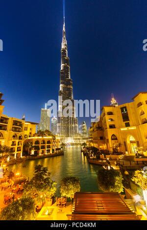Burj Khalifa und See, Downtown, Dubai, Vereinigte Arabische Emirate, Naher Osten - Stockfoto