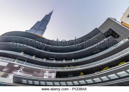 Blick auf Burj Khalifa und die neuen Fashion Avenue in der Dubai Mall. - Stockfoto